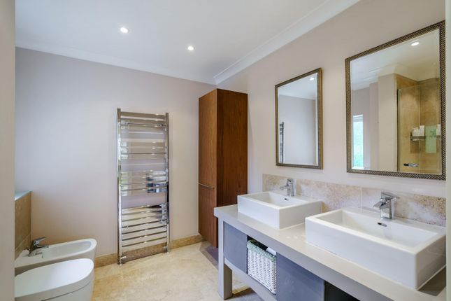 Ensuite of Whitehall Lane, Checkendon, Reading RG8