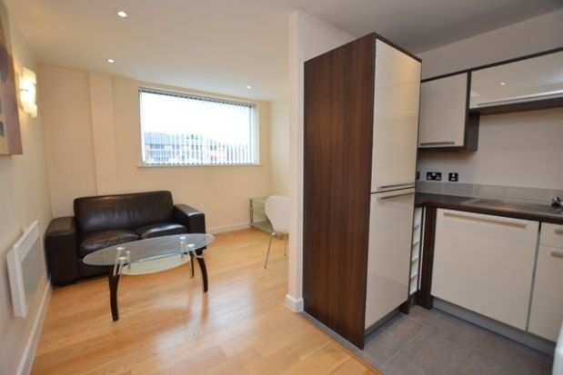 2 bed flat to rent in City Walk, Sylvester Street