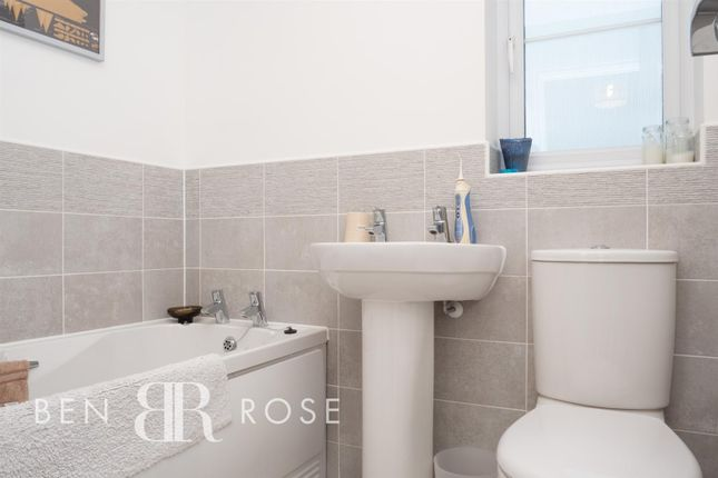 Family Bathroom of Assembly Avenue, Leyland PR25