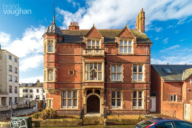 1 bed flat to rent in Pierpoint House, Furze Hill, Hove, East Sussex BN3