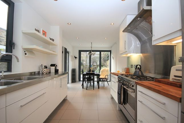 Thumbnail Terraced house to rent in Senrab Street, Limehouse, London