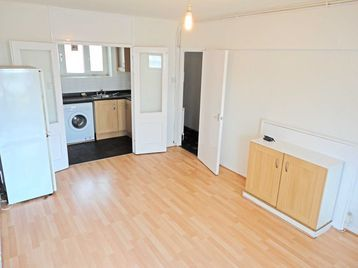 Thumbnail Flat to rent in Hampstead Road, London