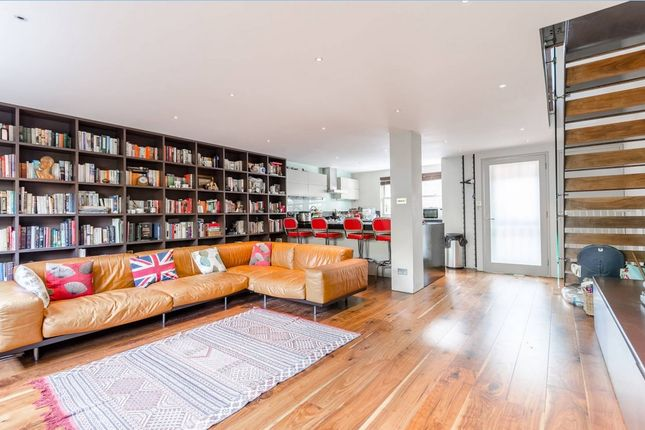 Thumbnail Town house to rent in Lockesfield Place, Docklands, London