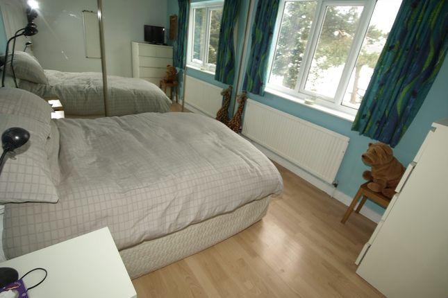 Bed 2 of Wells Mount, Upper Cumberworth, Huddersfield HD8