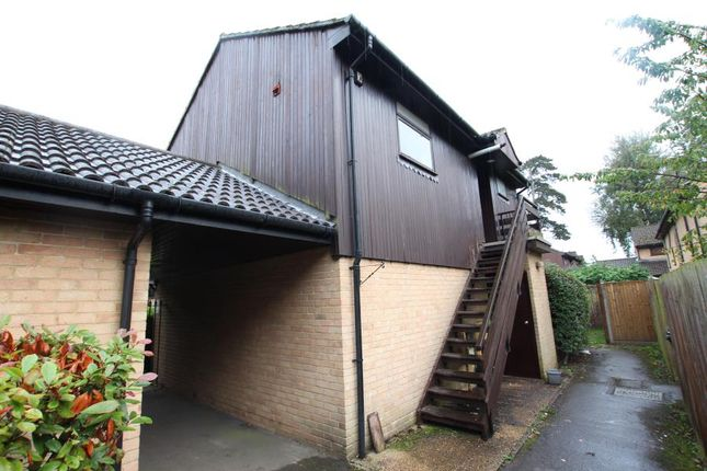1 bed flat to rent in St. Johns, Woking, Surrey