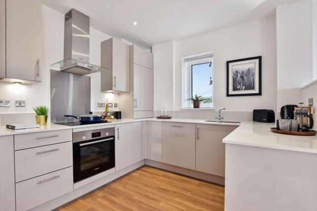 1 bedroom flat for sale in Western Avenue, London