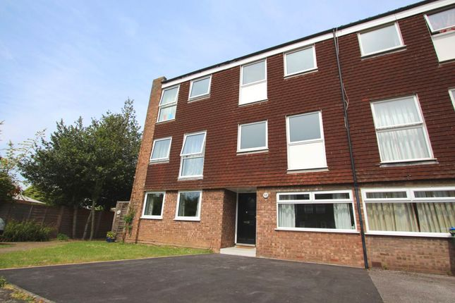 6 bed terraced house to rent in Alston Close, Surbiton KT6