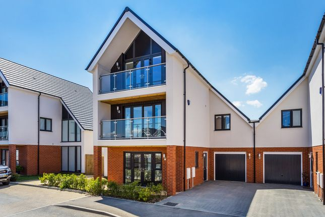Thumbnail Detached house to rent in Carrolls Way, Oxted