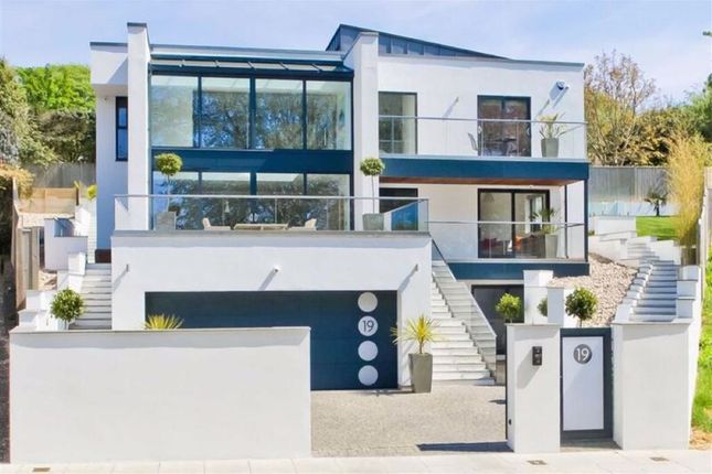 Thumbnail Property for sale in Goldstone Crescent, Hove