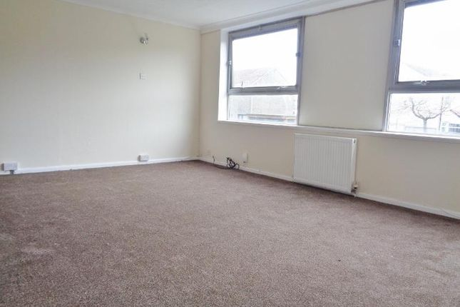 Thumbnail Flat to rent in Cullen Drive, Glenrothes