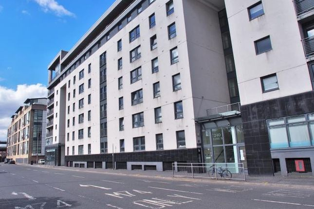 Thumbnail Flat to rent in Wallace Street, Glasgow