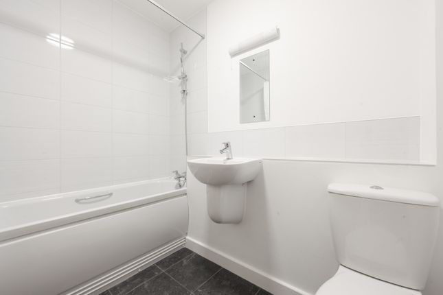 Bathroom of Bartlett Street, South Croydon CR2
