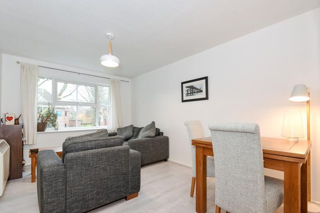 2 bed flat to rent in london road reading rg1 43199977. Black Bedroom Furniture Sets. Home Design Ideas