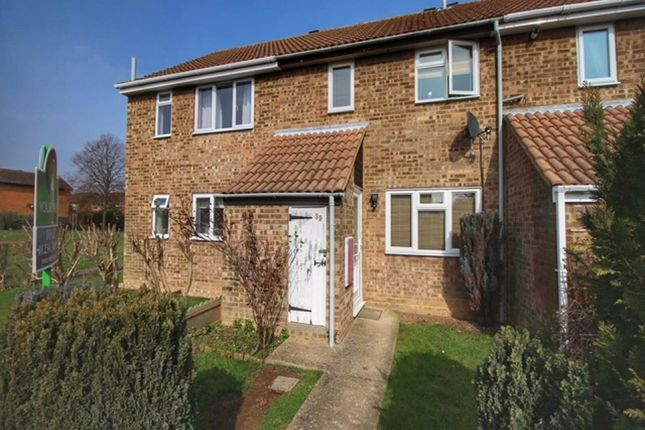 3 bed property to rent in Washburn Close, Brickhill, Bedford