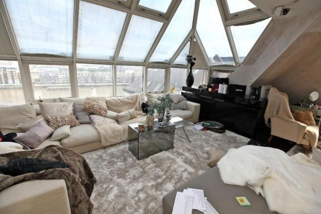 Thumbnail Flat to rent in William Morris Way, Chelsea
