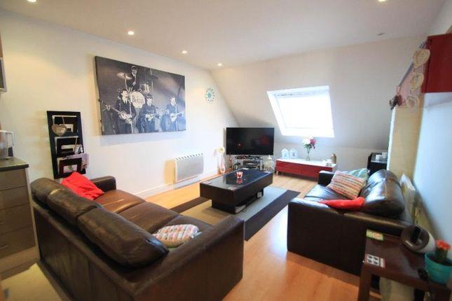 2 bed flat to rent in Wood Street, Hinckley