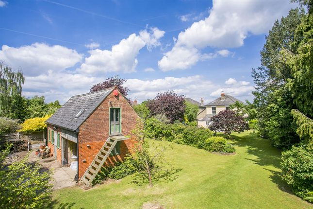 Thumbnail Property for sale in Wrotham Road, Meopham, Kent