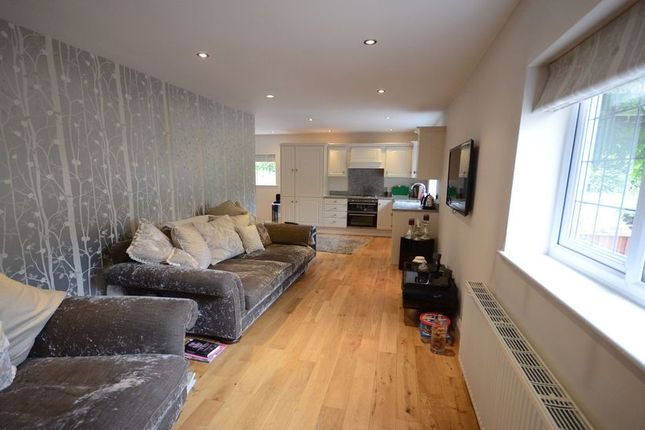 Thumbnail Flat to rent in Waingels Road, Lands End, Twyford, Reading