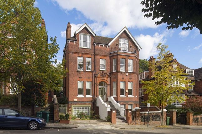 Thumbnail Flat for sale in Chesterford Gardens, London