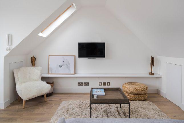Triplex to rent in Comeragh Road, London