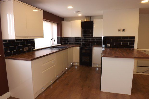 2 bed flat to rent in Woodhouse Green, Rotherham S66
