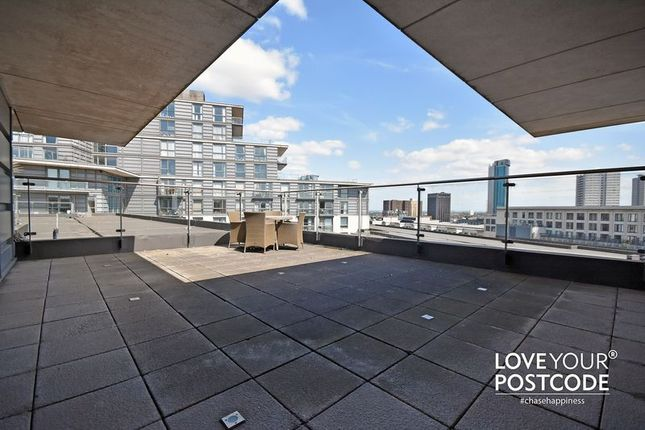 Thumbnail Flat for sale in Centenary Plaza, Holliday Street, Birmingham City Centre