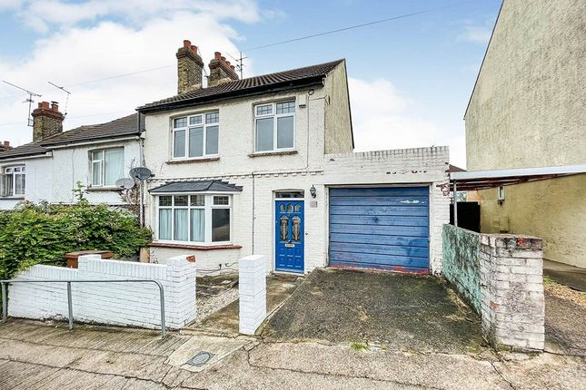 Thumbnail Terraced house to rent in Onslow Road, Rochester