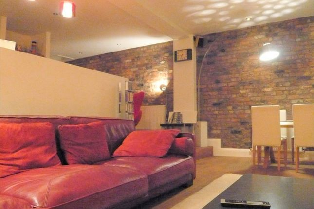 3 bed flat to rent in Regents Court, Manchester M1
