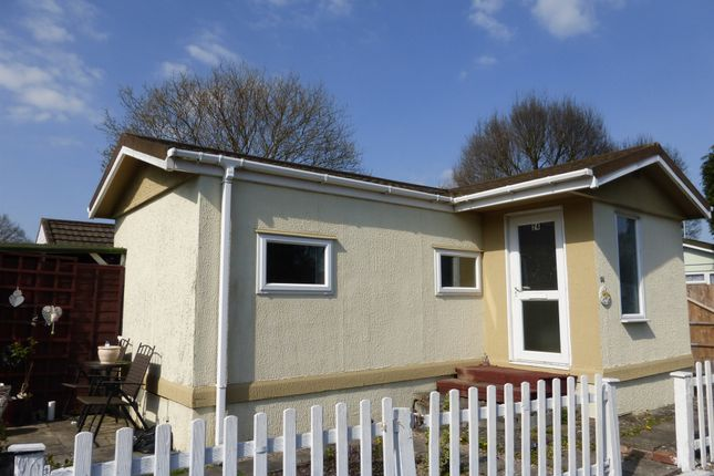 Thumbnail Mobile/park home for sale in Meadowside Park, Lingfield