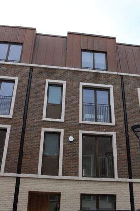 Thumbnail Town house to rent in Keirin Road, Stratford