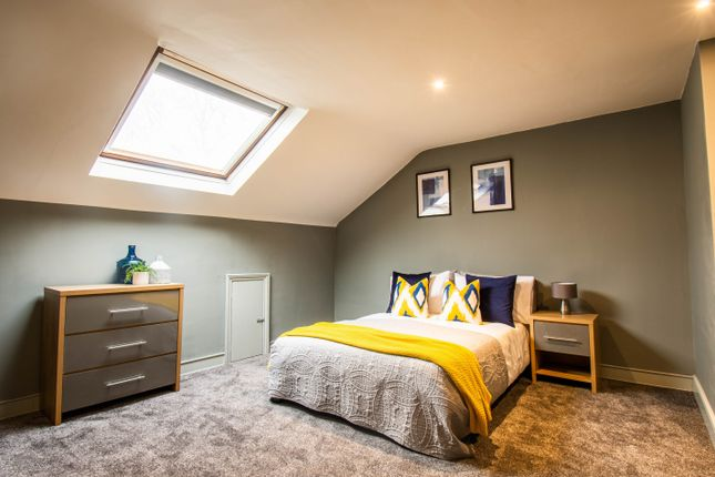 Thumbnail Shared accommodation to rent in Oldham Road, Ashton-Under-Lyne
