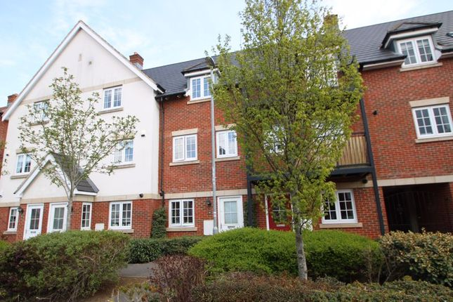 Thumbnail Town house for sale in Kingshill Drive, High Wycombe