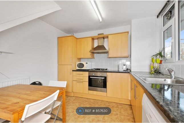 Spacious Kitchen of Charmian House, London N1