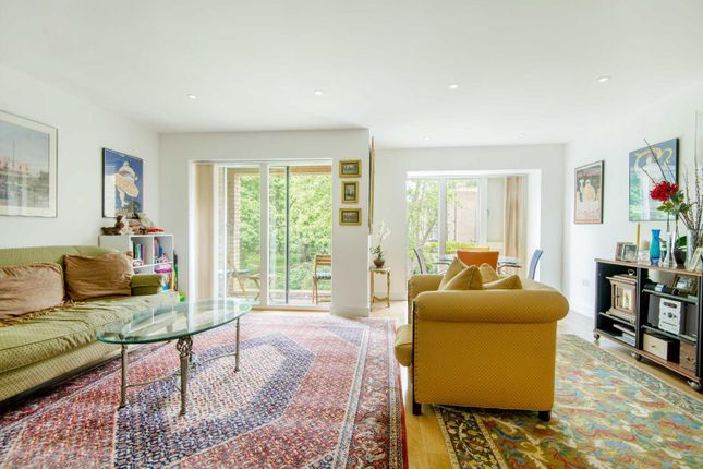 Thumbnail Flat for sale in Westking Place, London