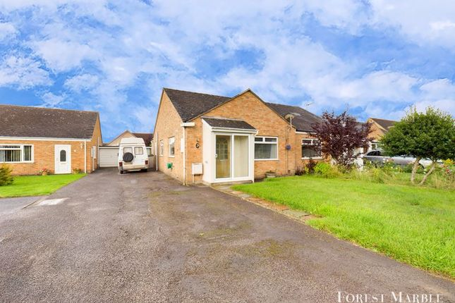 Thumbnail Bungalow for sale in Hornbeam Close, Frome