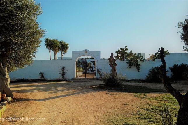 7 bed farmhouse for sale in Sp21, Ostuni, Apulia