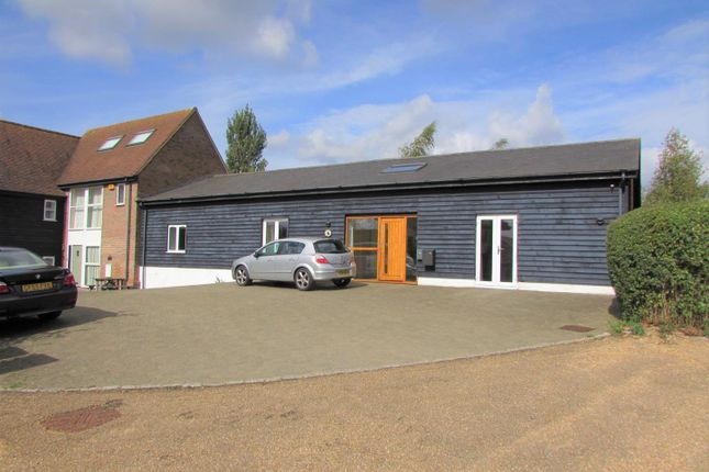 Thumbnail Barn conversion to rent in Poplars End, Park Road, Toddington, Dunstable