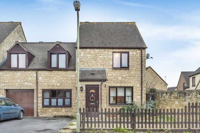 Semi-detached house in  Broadway Close  Witney O Oxford