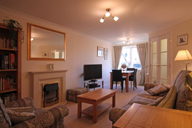 Thumbnail Flat for sale in Oxford Avenue, Guiseley, Leeds
