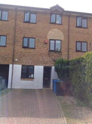 Thumbnail Shared accommodation to rent in Smithson Close, Poole, Poole