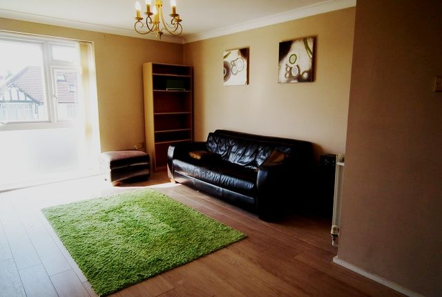 Thumbnail Flat to rent in College Avenue, Harrow Weald