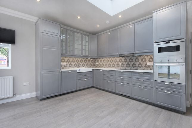 Thumbnail Flat to rent in Campbell Road, Hanwell, London