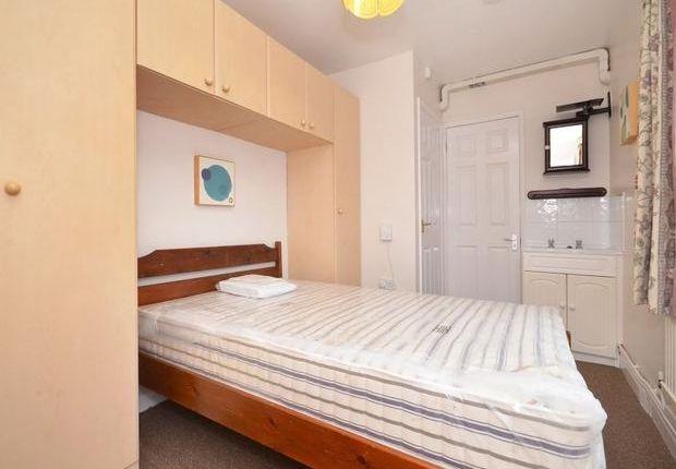 Room to rent in Longfield Terrace, York YO30