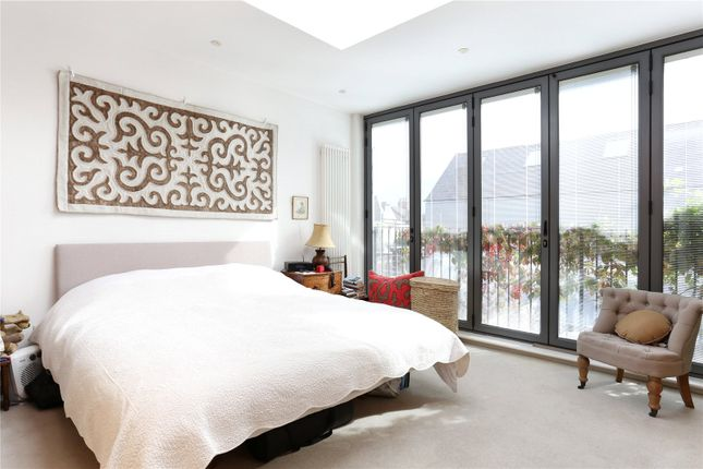 Thumbnail Terraced house for sale in Saville Road, London