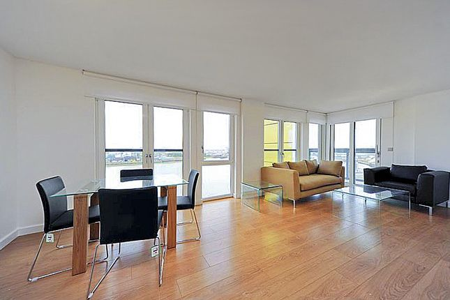 3 bed flat to rent in Barge Walk, London