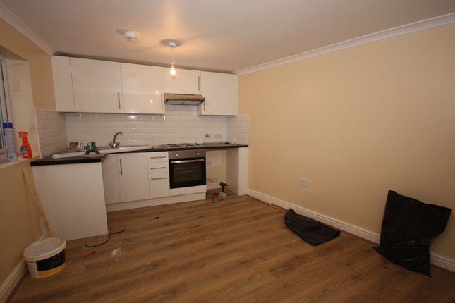 Thumbnail Flat to rent in Vicarage Road, Woolwich