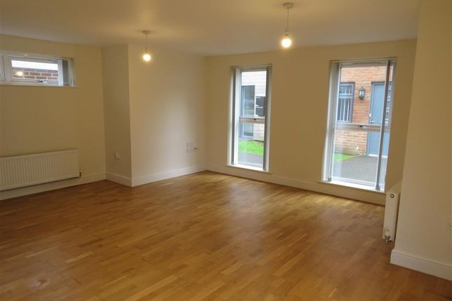 Living Room of Faversham Road, Kennington, Ashford TN24