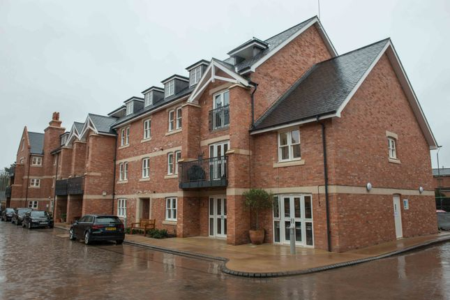 Thumbnail Flat for sale in 9 Walton Court, Leamington Spa