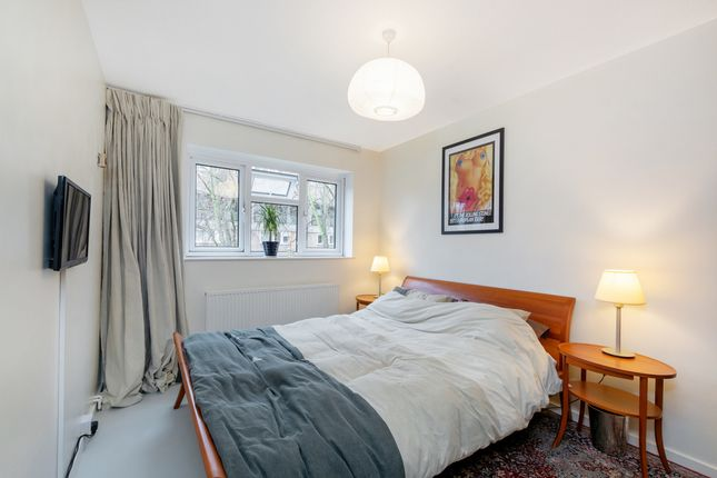Thumbnail Property for sale in Wadhurst Close, London