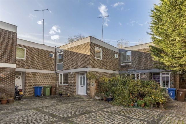 3 bed terraced house for sale in Dickens Estate, London